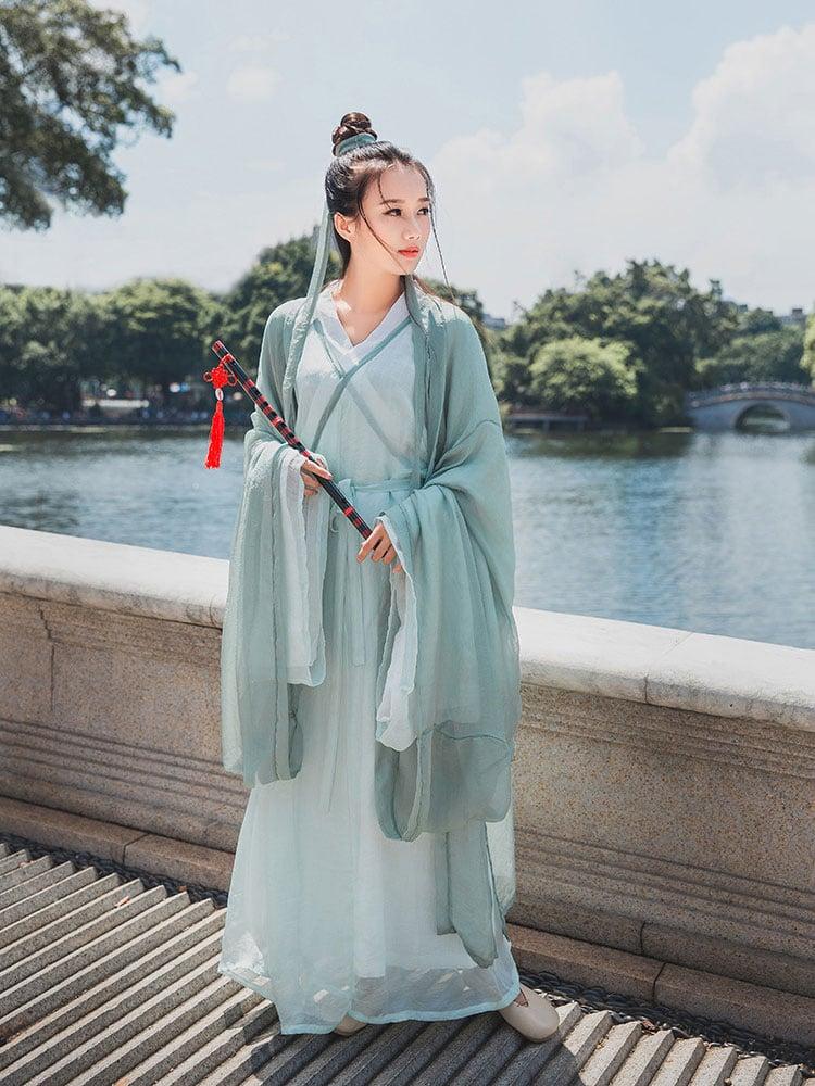 female poet hanfu